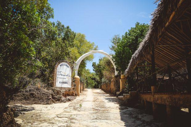moniquedecaro-kenya-chale-island-018